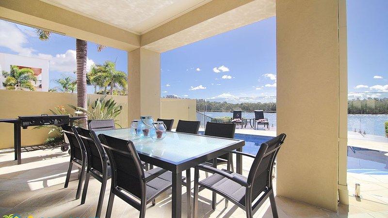 RIVERSIDE ESCAPE - Luxury on Main River, vacation rental in Runaway Bay