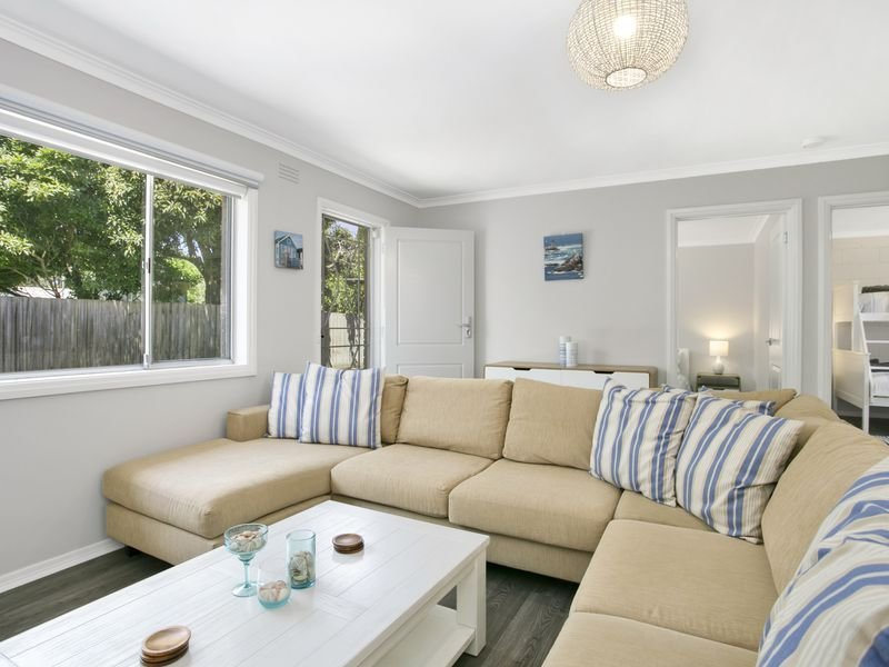 Ocean Grove Beach Holiday Unit - well located, holiday rental in Ocean Grove
