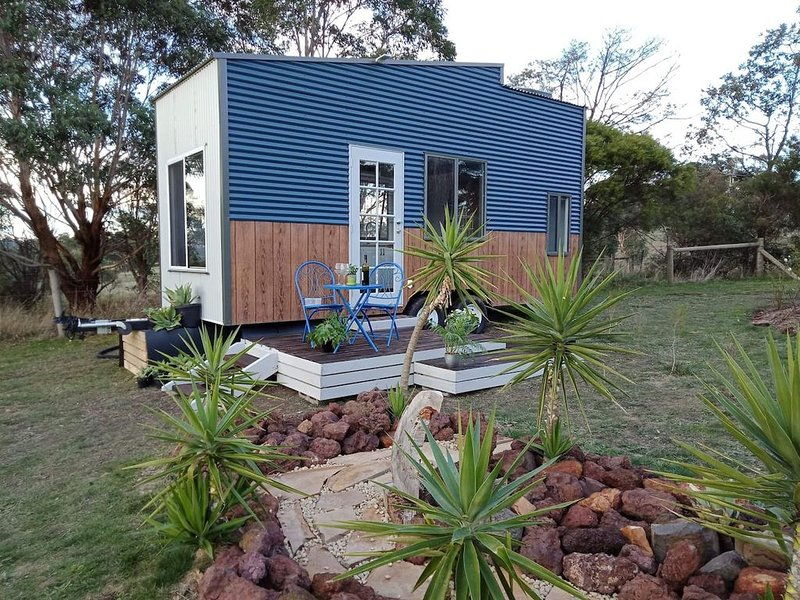 Dyl & Lil's Tiny House on Wheels, holiday rental in Loch