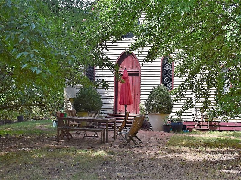 Blue Gum Church - Private and Peaceful in Stanley, vacation rental in Stanley