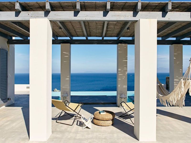 Enjoy your holiday with a taste of minimal cycladic perfection., holiday rental in Otzias