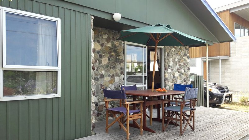 Windmill cottage, perfect old world bach, vacation rental in Greater Wellington