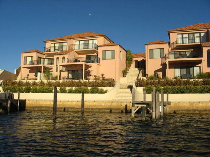Hartog Villa on Baywater Canal, holiday rental in Lake Clifton