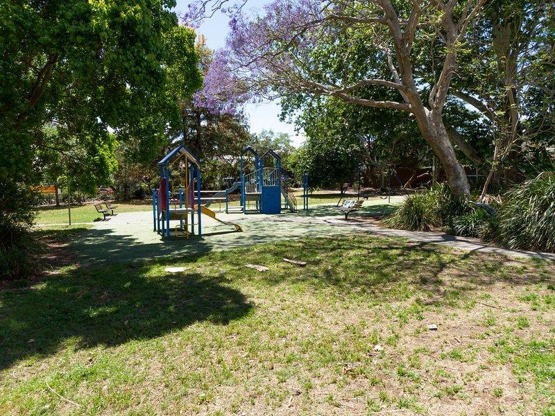 Parque infantil localizado diretamente atrás da propriedade
