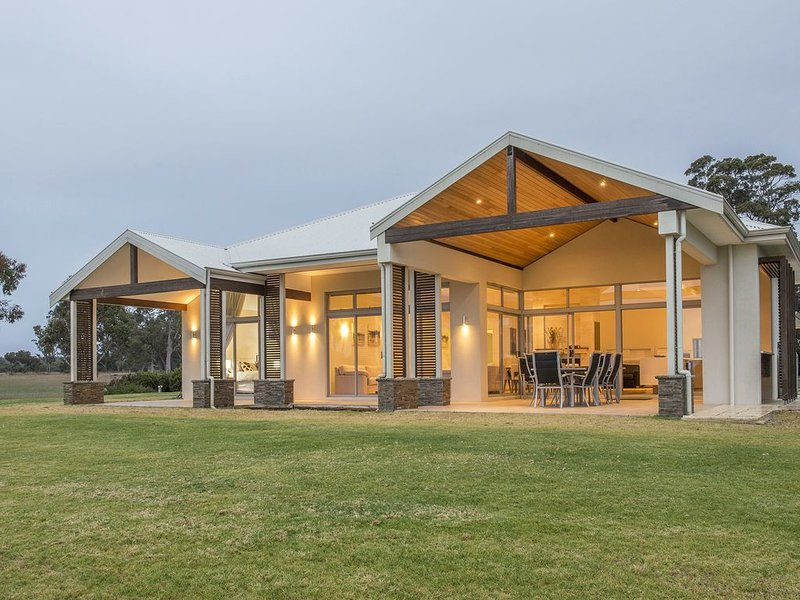 ★Metricup House – elegant country retreat★, holiday rental in Cowaramup