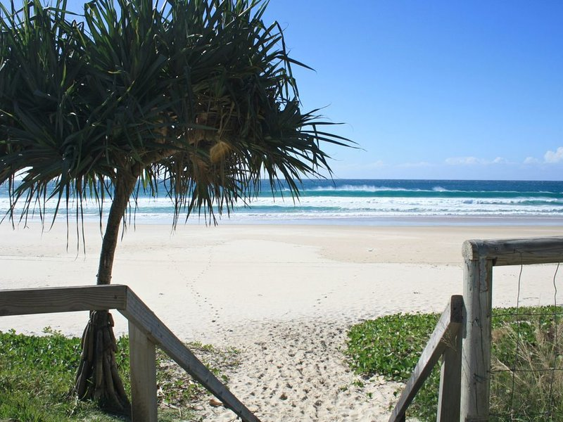 WAVES 203 ON CURRUMBIN, vacation rental in Currumbin