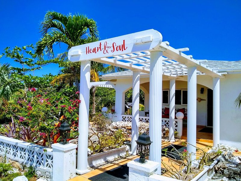 Ocean Views, Private Pool, and Lush Botanical Garden, holiday rental in Governor's Harbour