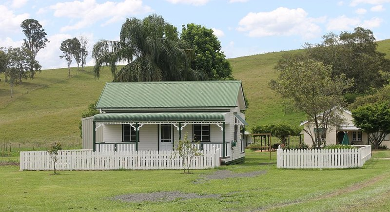 The Dollhouse Cottage - tranquil country retreat, casa vacanza a Mount Burrell