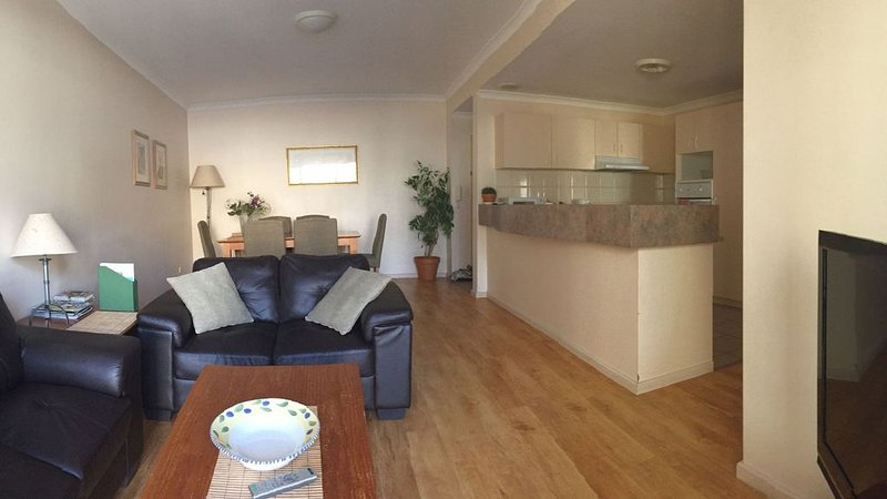 2 Bed Apartment in City centre, vacation rental in Vincent