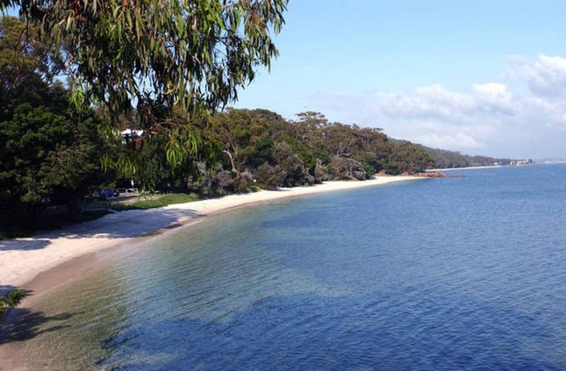 Dutchies Beachside Retreat, vacation rental in Nelson Bay