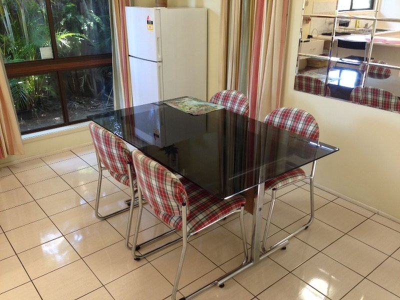Four bedroom house in clean and tidy condition, holiday rental in Logan City