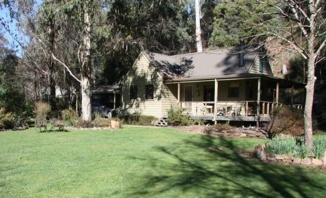 Shady Brook Alpine Delux Cottage & gardens, holiday rental in Smoko