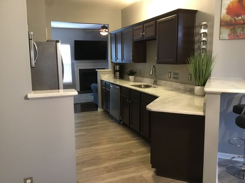 Modern 3bdrm w/Deck and Minutes from Everything!, alquiler de vacaciones en Concord