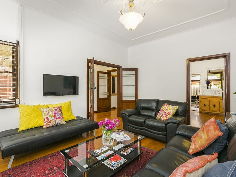 Thomas Street Mews - art deco charm, holiday rental in Adelaide
