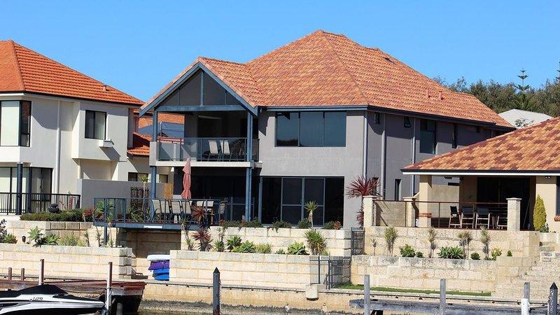 Mandurah Holiday Heaven, holiday rental in Lake Clifton