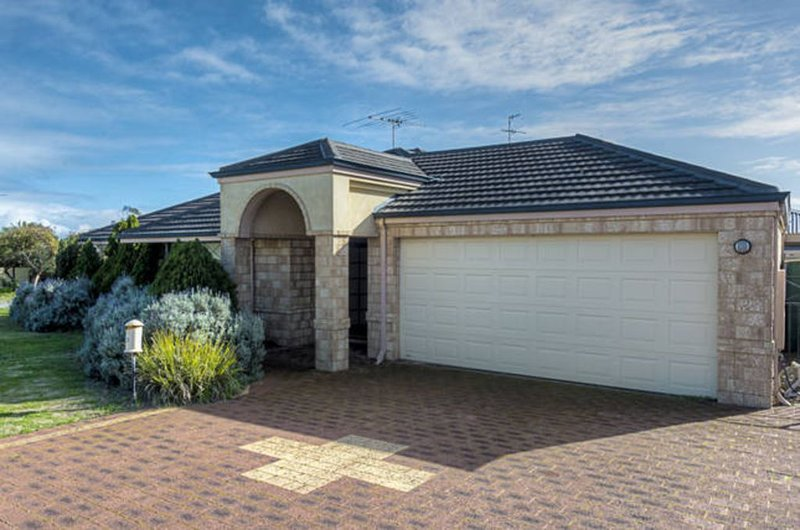 FREE WiFi  -  Mandurah Holiday House ( 50 m to the beach ) Netflix option, holiday rental in Mandurah