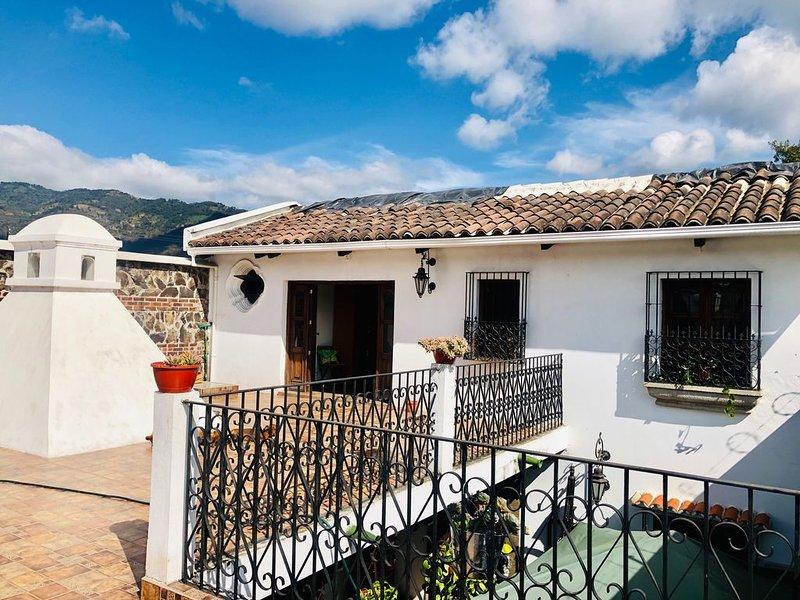 HABITACIÓN PRIVADA EN HOTEL CASA DE DON MONCHO, vacation rental in San Miguel Duenas