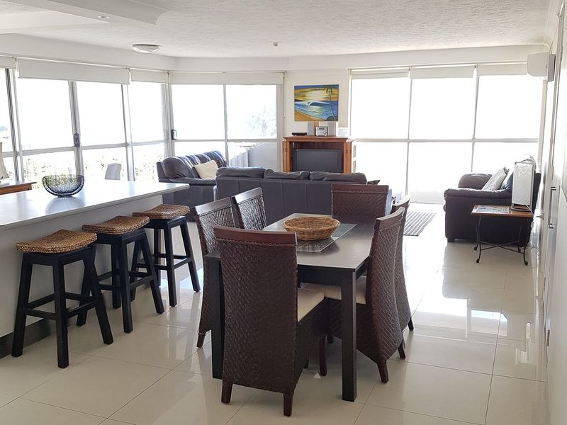Ocean Views,Opposite Beach & Park, Wi-Fi, Parking - U15, holiday rental in Gold Coast