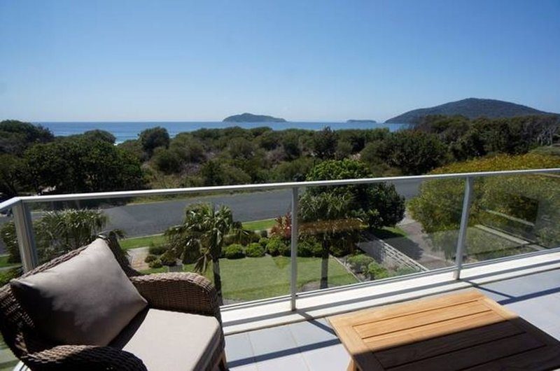 The Love Nest - luxury apartment with stunning views - stroll to beach, location de vacances à Hawks Nest