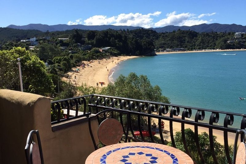 Steps to  Beach and absolute Beachfront position, holiday rental in Nelson-Tasman Region