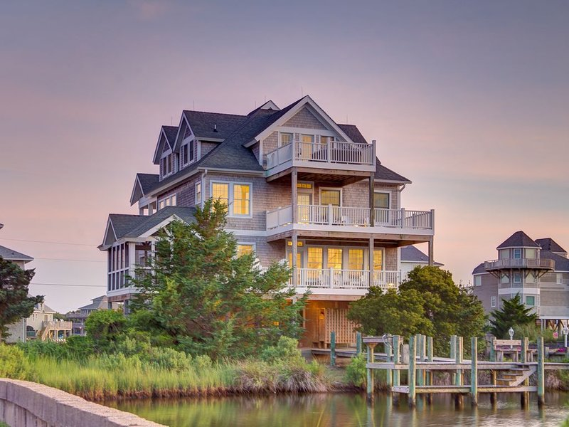 Spy Dog - Solid 4 Bedroom Canalfront Home in Frisco, holiday rental in Frisco