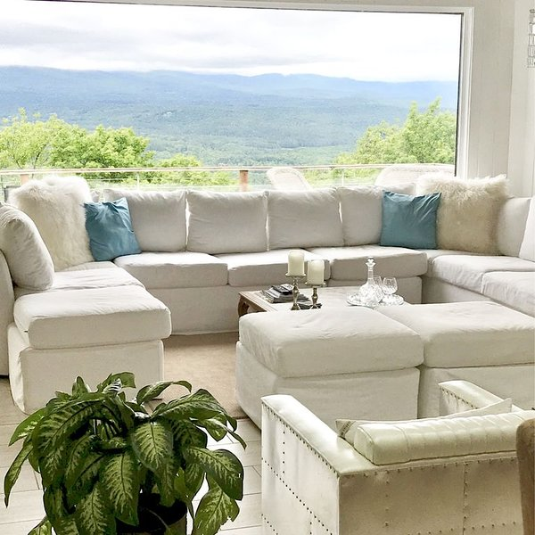 Stratton contemporary home Panoramic VIEWS!, holiday rental in Wardsboro