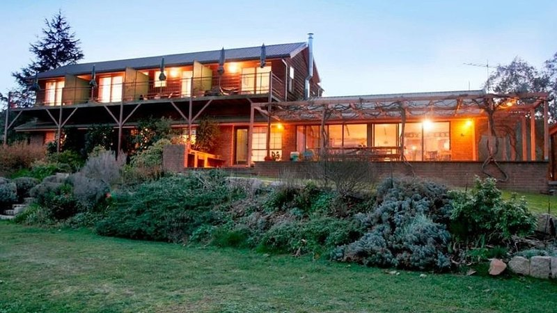 Rosewhite House BnB Rural Retreat, holiday rental in Stanley