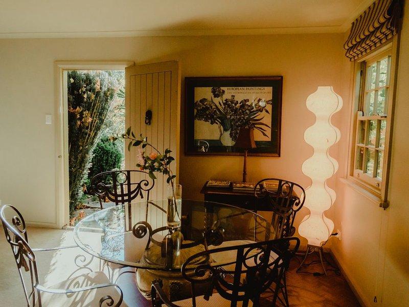 Cherry cottage | Mt Wilson | 24 Acres of Established Heritage Botanical Gardens, holiday rental in Bilpin
