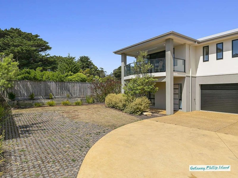 Luxury townhouse in Cowes and close to the beach. Free wifi, holiday rental in Bittern
