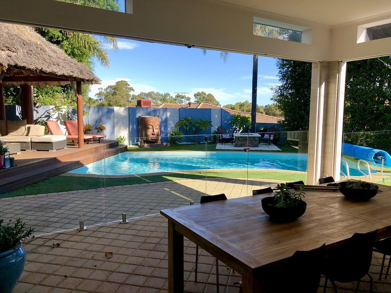 Luxury Resort Home Awaits You! Outdoor Entertaining! Pool, BBQ, Unlimited Wifi, holiday rental in Wangara