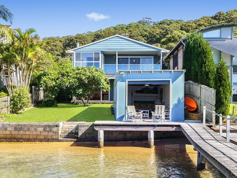 Tofua - Absolute waterfront, vacation rental in Woy Woy
