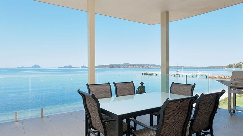 Waterfront, Three Bedroom Apartment!, vacation rental in Port Stephens