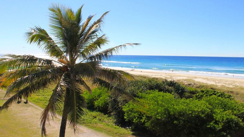 Surfside 8 - Walk out onto Beautiful Beaches, holiday rental in Tallebudgera
