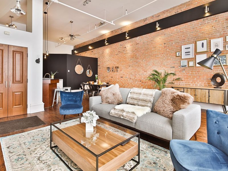 Magnificent 1 bedroom LOFT Heart of Old Montreal, vacation rental in Saint-Lambert