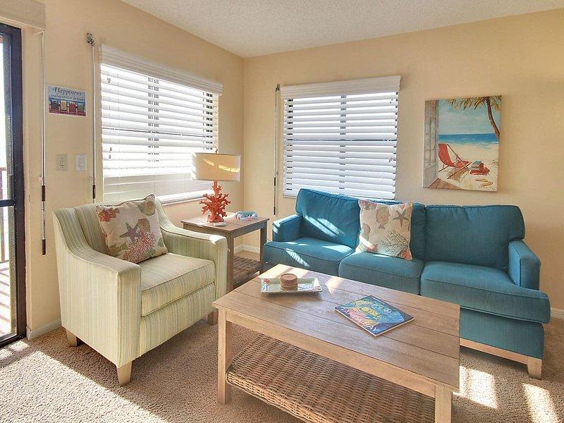 Emerald Isle 604 Beautiful TOP FLOOR Condo/DIRECT GULF View/Private balcony, vacation rental in North Redington Beach