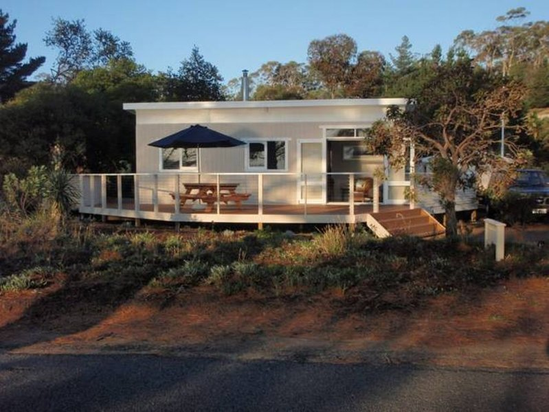 Carrington Cottage Bruny Island, vacation rental in Dennes Point