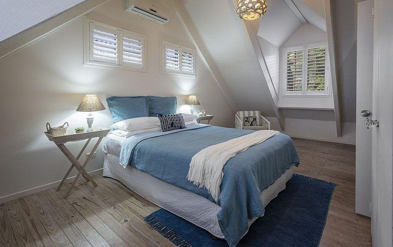 Fabulous Noosa Beach Cottage (new resort style backyard and tropical garden), alquiler vacacional en Noosa