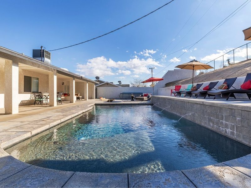 Stylish 5 BR with Pool, Spa, Games, and Hiking!, holiday rental in Yucca Valley
