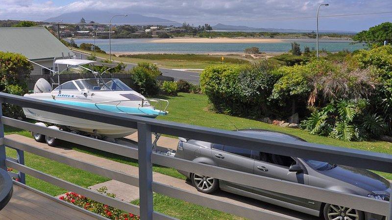 ABERDEEN 1: 112 Lamont Street -Views, great boat parking, location de vacances à Bermagui