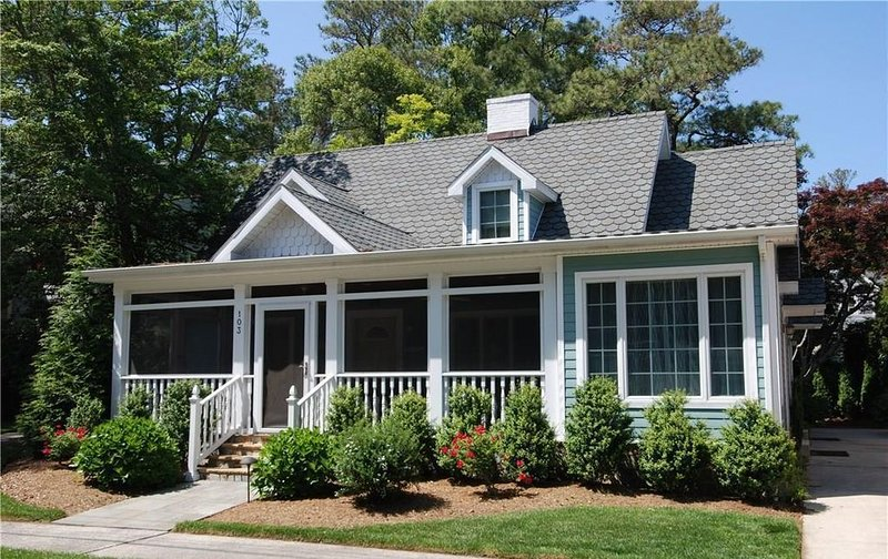 Just over a block to the Beach with Hot Tub, 7BR 6.5BA, vakantiewoning in Rehoboth Beach