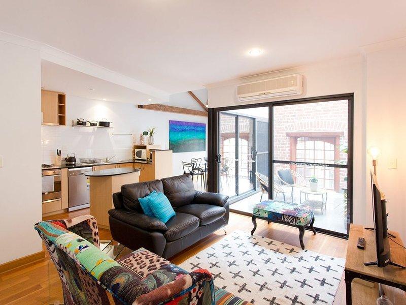 Windows on Pakenham - hip art-house space in the west end, Ferienwohnung in Fremantle