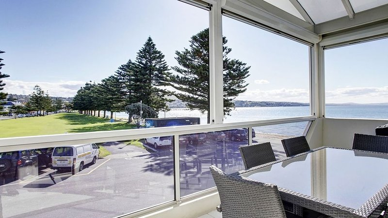 Tasman Beachside Apartment 1, holiday rental in Port Lincoln