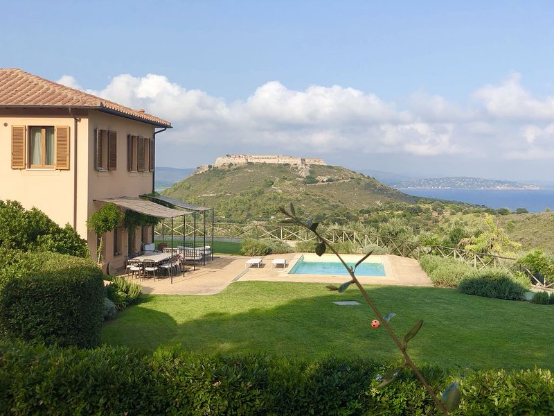 Tuscany Villa with swimming pool, splendid garden and brethtaking views, vacation rental in Porto Ercole
