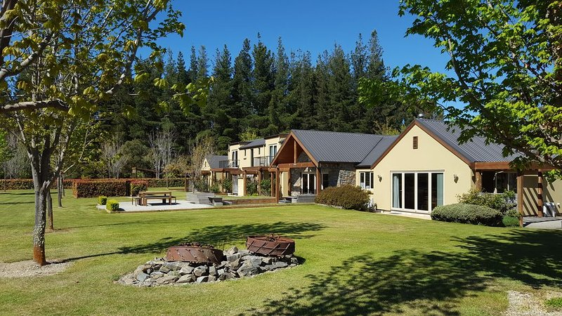 Maple Lodge - Stunning Mountain Views, holiday rental in Lake Hawea