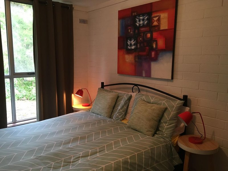 Cottage by the sea and only an hour and a quarter from Melbourne., holiday rental in North Geelong