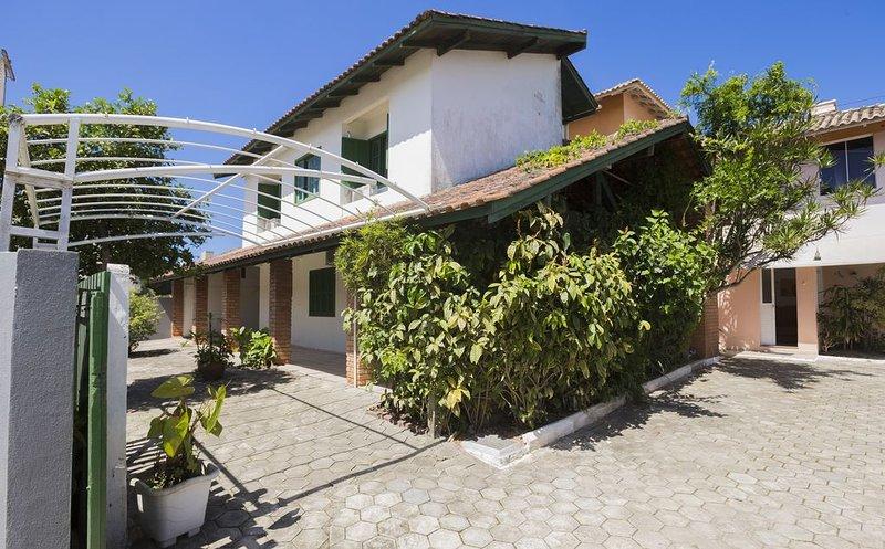 RESIDENCIAL PRAIA BOMBAS -  Apto com 1 dormitório, location de vacances à Bombas