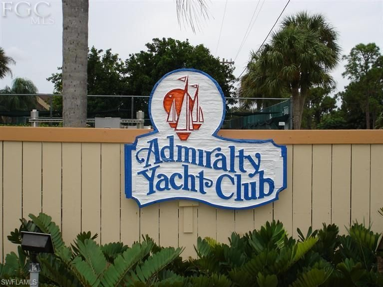 Admiralty Yacht & Racquet Club-Waterfront 2 Bedroom, 2 Bathroom with Covered Par, holiday rental in North Fort Myers