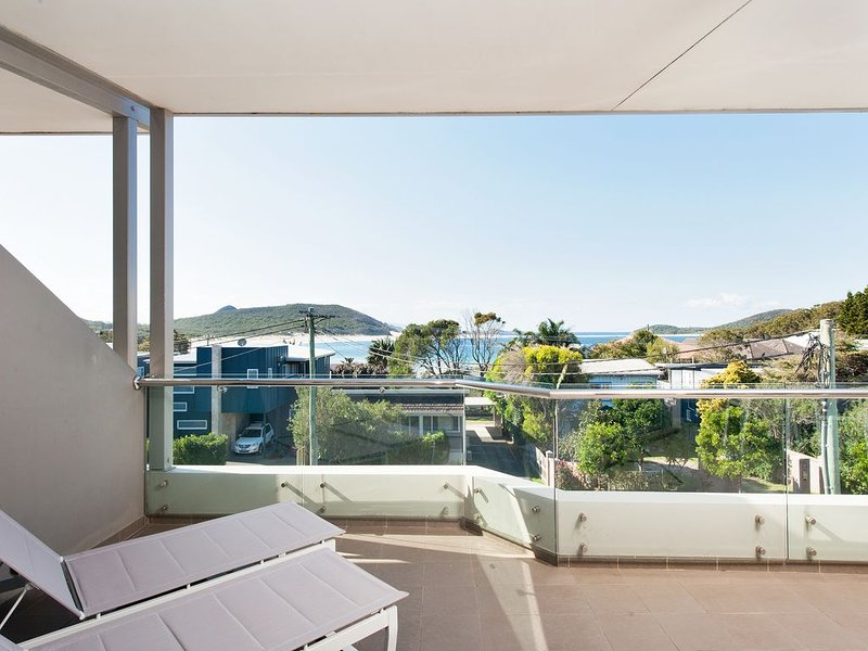 Fingal Bay Penthouse - Stunning Water Views, Wifi, alquiler vacacional en Fingal Bay