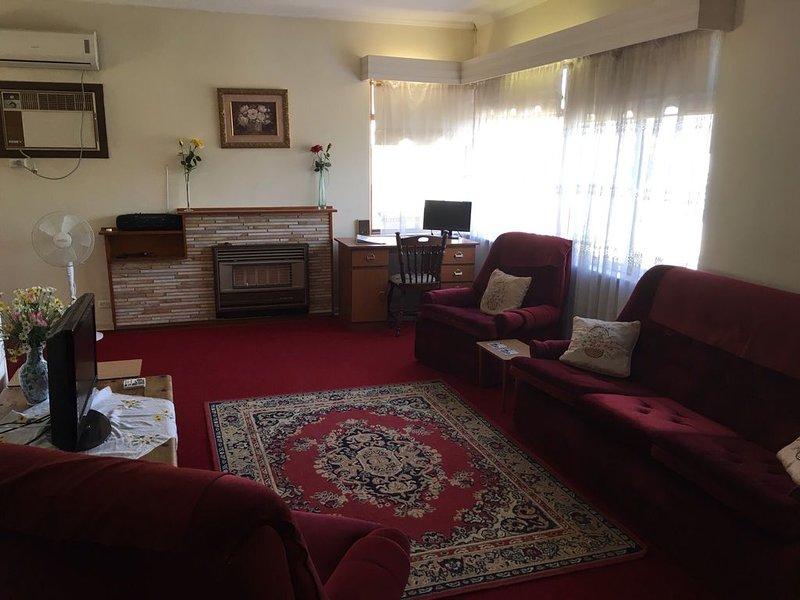 Cosy Getaway - in a convenient location, holiday rental in Grange