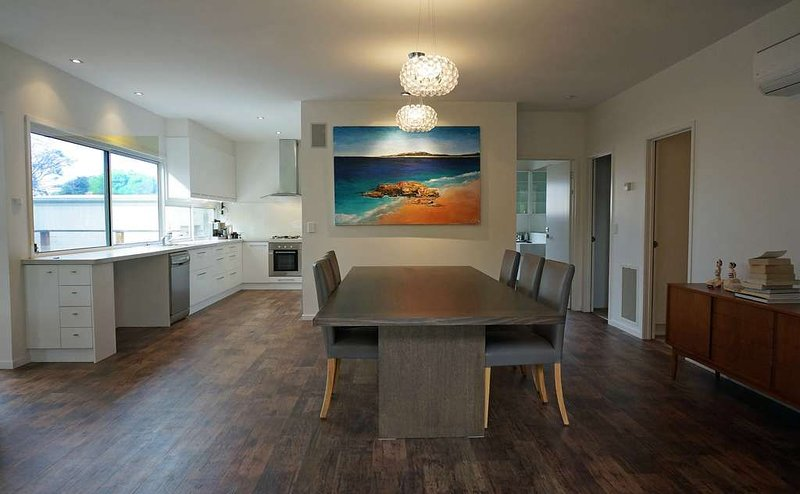 BAILLIEU BREEZE - Perfect all year round, close to the beach and village., casa vacanza a Point Lonsdale